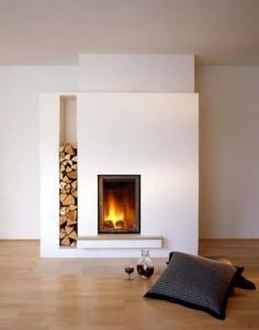 Poêle maçonné contemporain avec niche bois